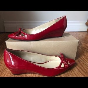 Red tiny wedges